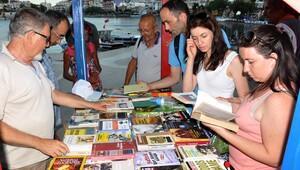 Datça'da kitap standı açıldı