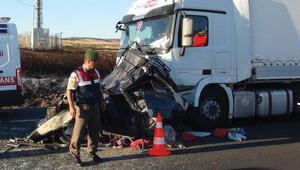 Tekirdağ iki TIR arasında sıkışan otomobildeki 5 kişi öldü
