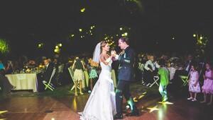 DanceFloor çiftlere dans etmeyi öğretiyor