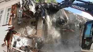 Belediye ekipleri Halit Paşa Konağı'nı yıktı