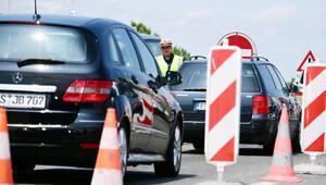 Avusturya mültecilere karşı sınıra 100 kilometre uzunluğunda dikenli tel çekiyor