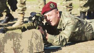 Askerleri ondan 'Efsane Komutan' diye bahsediyor