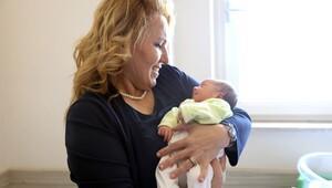 Başkanın bebek sevgisi