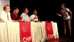 CHP'nin toplantısını 'alkolik' kadın bastı