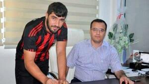 Turgutluspor'da İzzet imzaladı