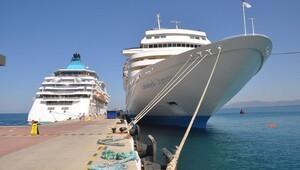 Kuşadası'nda kurvaziyer gemi trafiği tekrar başladı