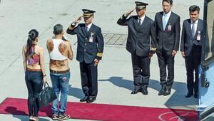 Tayland Prensi'nin fotoğrafını paylaştı karısı tutuklandı