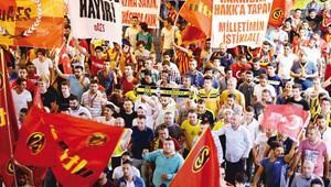 TÜRKİYE'NİN ÖNDE GELEN TARAFTAR GRUPLARI DARBEYE KARŞI TEK YÜREK...