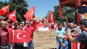 Cenevre BM meydanında darbe karşıtı gösteri