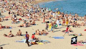 Plaj kumu 'çalan' turiste 3000 euro ceza