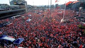 Vatandaşlar Taksim'e akın etti