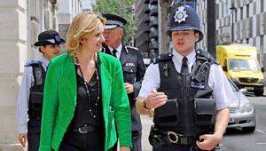 İngiltere İçişleri Bakanı: Nefret suçu işleyenlere çok net bir mesajım var...