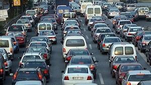 Köprüde intihar girişimi İstanbul trafiğini kilitledi