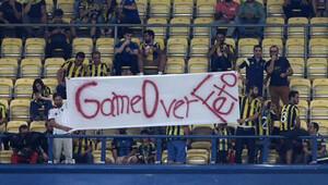 Fenerbahçe taraftarından FETÖ pankartı