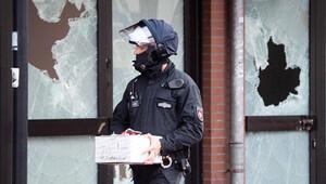 Alman polisi camide silah aradı