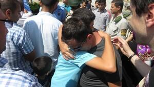 Tutuklu askeri lise öğrencileri gözyaşlarıyla tahliye oldu