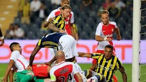 Fenerbahçe'de Kjaer oyuna devam edemedi!