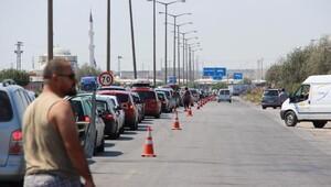 Türk işçilerinin dönüş çilesi başladı, kuyruk 3 kilometre