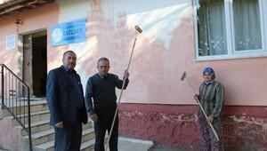 Burhaniye'de Köy Okulu İmece İle Boyandı