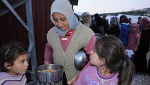 Türk Kızılayının aşı Türkmenler için pişiyor