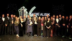 Tiyatronun yıldızları Çankaya'da ödüllendirildi