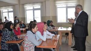 Vali Can, öğrencilerin sorunlarını dinledi