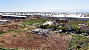 Gaziler'de, sanayi sitesindeki sera ve evler yıkıldı