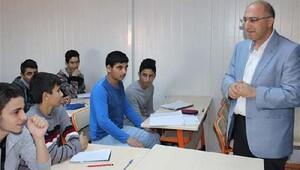 Kaymakam Yıldırım Suriyeli öğrencileri ziyaret etti