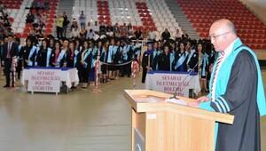 Turizm fakültesinde mezuniyet sevinci