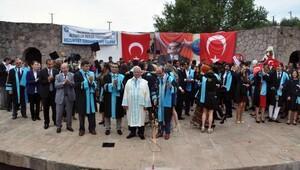 Altınoluk MYO'da mezuniyet heyecanı