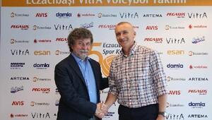 Eczacıbaşı VitrA, İtalyan antrenör Barbolini ile 2 yıllık sözleşme imzaladı