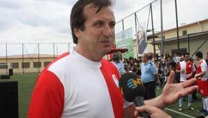Futbolun efsaneleri tutuklu ve hükümlü gençlerle buluştu