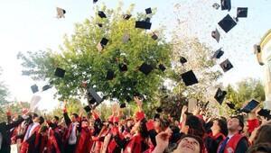 Ünsal Ören ilk mezunlarını verdi