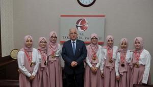 Arapça Yarışmasının başarılı öğrencileri Vali Tunayı ziyaret etti