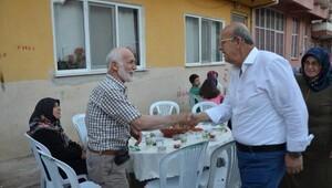 İznik Belediye Başkanı sokak iftarlarının ilkini Tarlabaşı'da yaptı