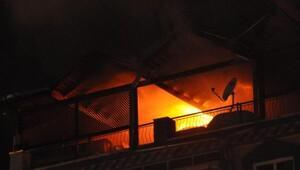 Öğrencilerin yaktığı ders notları yangın çıkardı