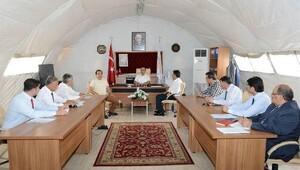 Vali Demirtaş, çadır kentte incelemelerde bulundu