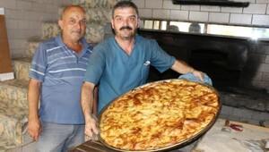 Burdur'da fırıncıların su böreği ve baklava mesaisi