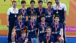 İzmir Yamanlar Koleji filede şampiyon