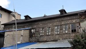 Erzurum'da Atatürk'ün kullandığı konak kaderine terk edildi