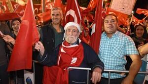 Balıkesir'de demokrasi nöbeti sürüyor (DÜZELTME)