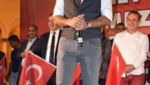 Ünlülerden İzmir'deki Demokrasi Nöbeti'ne büyük destek