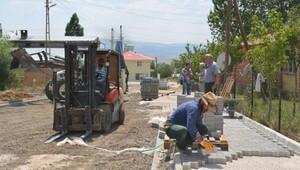 Varto'da yollara parke döşeniyor
