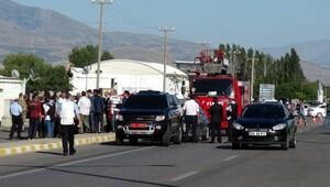 Erzincan'da polis otosuna el bombalı saldırı (2)