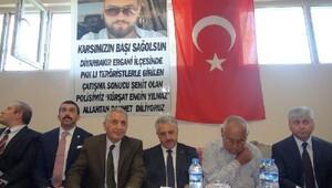 Bakan Arslan şehit ailesinin acısını paylaştı