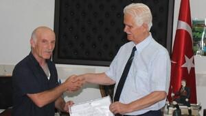 Muhtar, 54 yaşındaki üniversite bitirdi