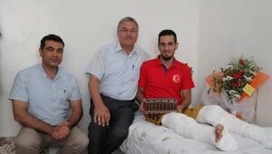 Akademisyenlerden darbe girişiminde yaralanan Doğan'a ziyaret