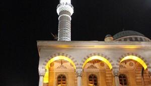 İntihar için caminin çatısına çıktı, sonra darbeyi protesto etti
