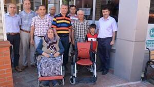 Engellilere akülü araba verildi