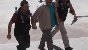Uşak'ta FETÖ'den gözaltına alınan savcı adliyede